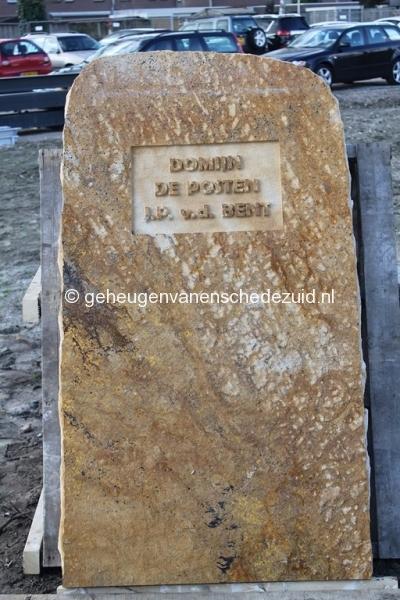 2014-03-25 Eerste steen legging bron Arie Westerhuis (10016).JPG