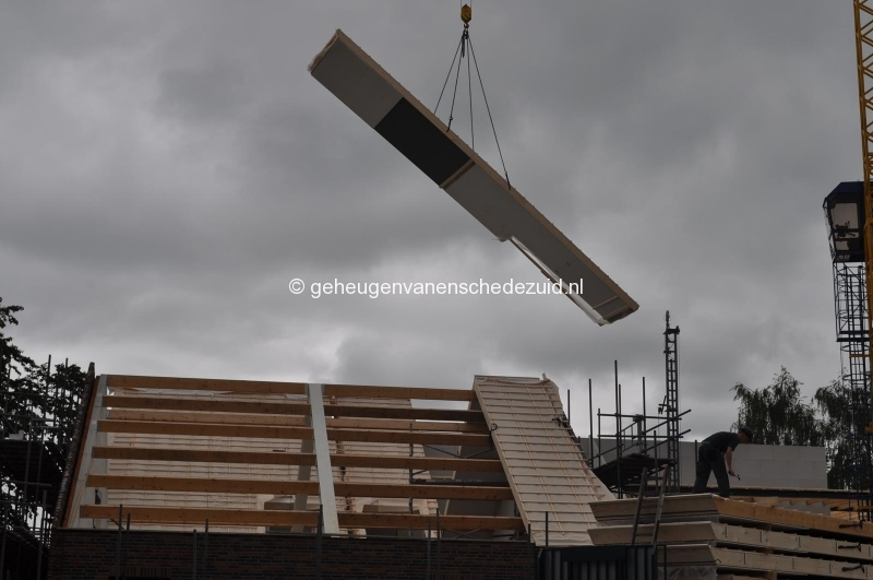 2014-06-17 dak gebouw 4 bron H vd Vegt (6).JPG