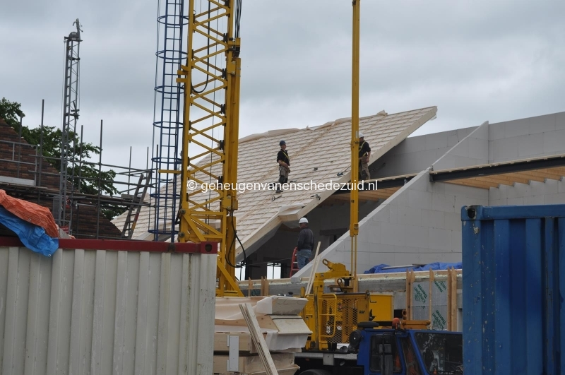 2014-06-17 dak gebouw 4 bron H vd Vegt (7).JPG