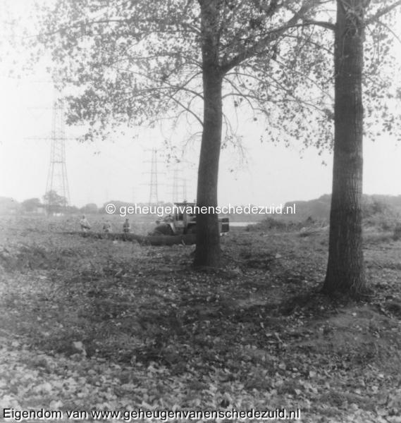 1988-1990 Aanleg  rijksweg 35 Eerste werkzaamheden bij Tuindorp kappen bomen van Veenlaan en Hofteweg bron Hans Tietjens (5).jpg