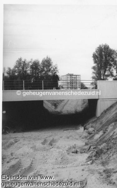 1988-1990 Aanleg  rijksweg 35 Fietstunnel tussen Boswinkel en Geessinkweg in aanbouw opname richting Boswinkel bron Hans Tietjens (54).jpg