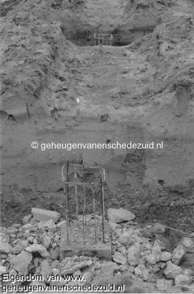1988-1990 Aanleg  rijksweg 35 Gekopte funderingen voor geluidsscherm hofteweg bron Hans Tietjens (78).jpg
