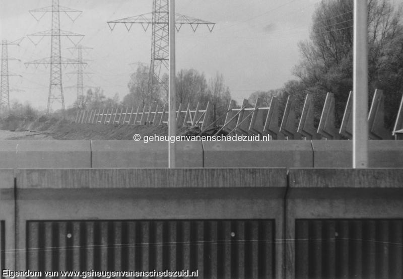 1988-1990 Aanleg  rijksweg 35 Houders Geluidsscherm Noord West Boswinkel bron Hans Tietjens (85).jpg