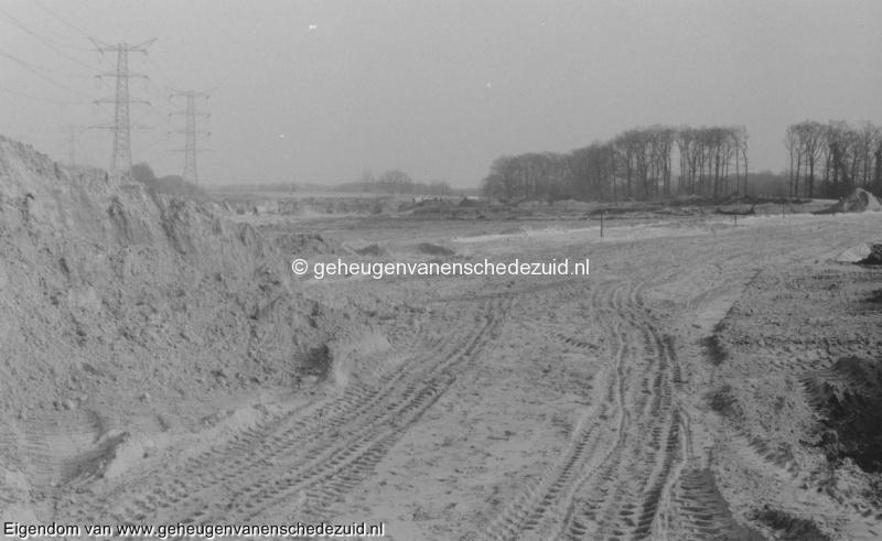 1988-1990 Aanleg  rijksweg 35 Trace richting oosten, achter viaduct knalhutteweg, rechts latere afrit Zuid bron Hans Tietjens (80).jpg