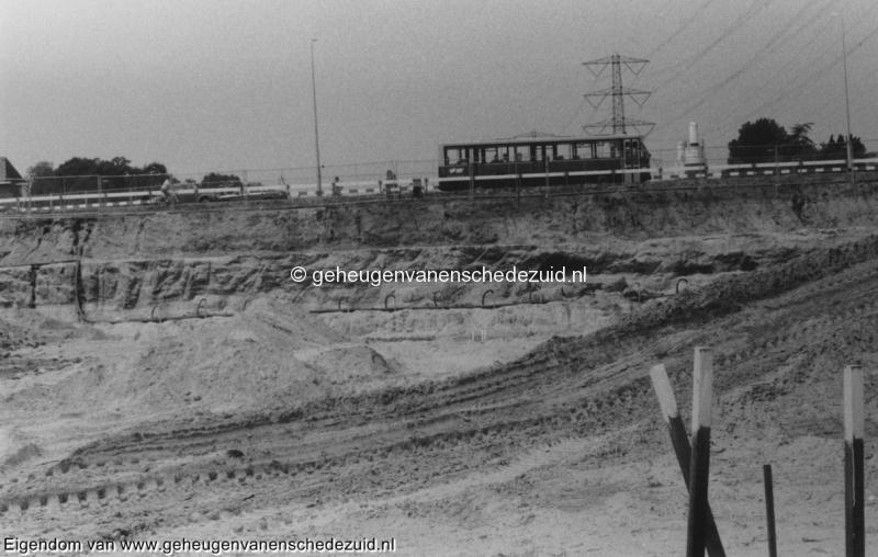 1988-1990 Aanleg  rijksweg 35 Vanuit huidige snelweg viaduct in aanbouw boven van Veenlaan bron Hans Tietjens (26).jpg