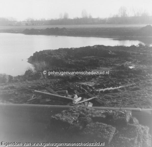 1988-1990 Aanleg  rijksweg 35 Vijver, zinkput noorderlijke kant vijver bron Hans Tietjens (4).jpg