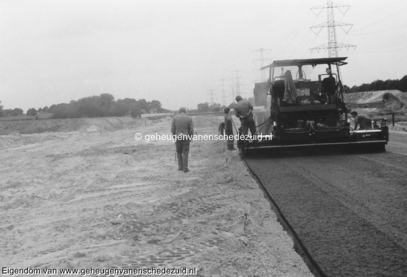 1988-1990 Aanleg  rijksweg 35 asfalteren eerste laag richting West bron Hans Tietjens (94).jpg