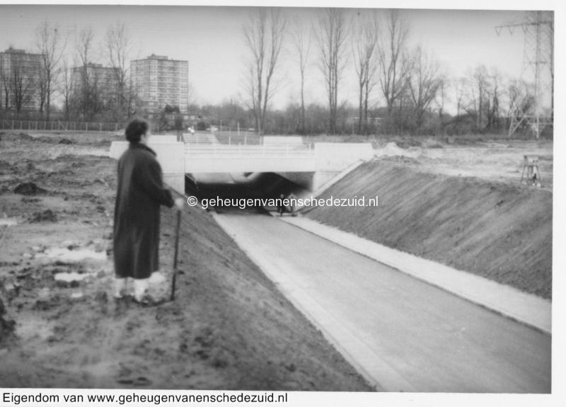 1988-1990 Aanleg  rijksweg 35 fietstunnel klaar onder RW35 tussen boswinkel en Geessinkweg henny Richting Boswinkel bron Hans Tietjens (67).jpg