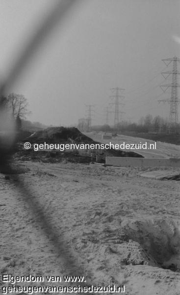 1988-1990 Aanleg  rijksweg 35 fundering geluidsschermen hofteweg bron Hans Tietjens (77).jpg