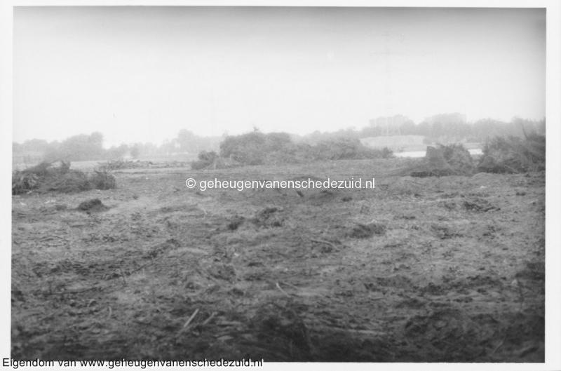 1988-1990 Aanleg  rijksweg 35 gedeeltelijk kappen bos naast vijver voor afrit naar Vlierstraat bron Hans Tietjens (39).jpg