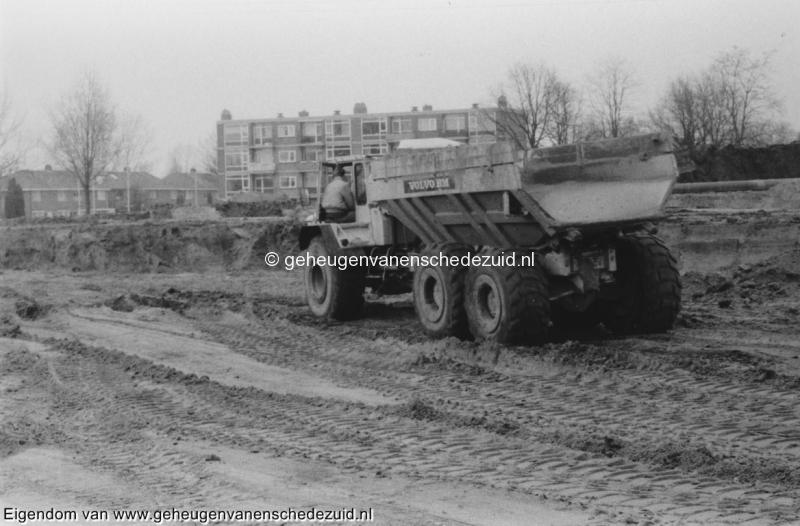 1988-1990 Aanleg  rijksweg 35 op alle wielen aangedreven wagens, ontgraving trace bron Hans Tietjens (7).jpg