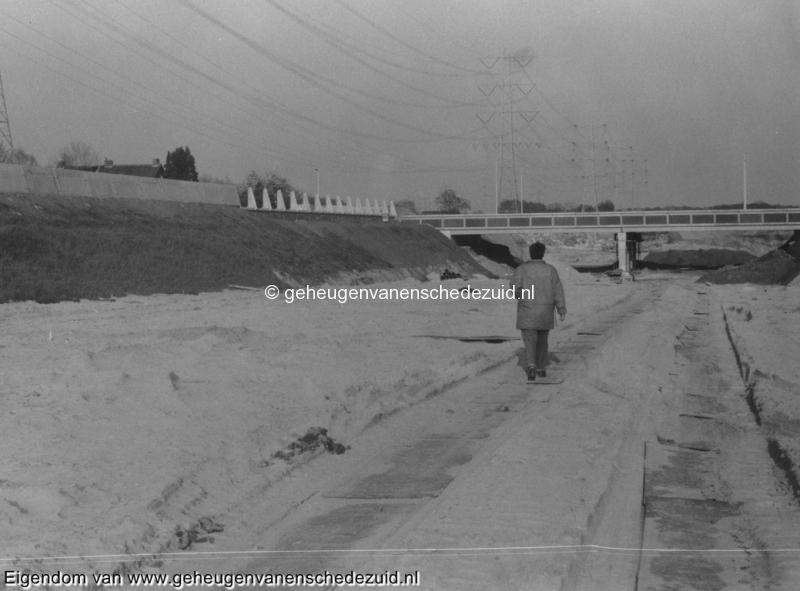 1988-1990 Aanleg  rijksweg 35 viaduct van veenlaan vanaf huidige snelweg, richting oost bron Hans Tietjens (83).jpg