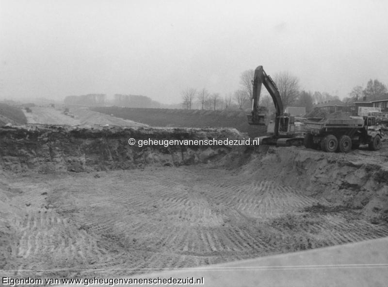 1988-1990 Aanleg  rijksweg 35 viaduct van veenlaan, verwijderen omleiding en verwijderen kleimuur oostzijde van viaduct bron Hans Tietjens (86).jpg