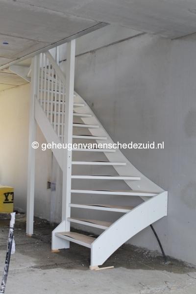 2014-04-30 Het nieuwe Bijvank Pollenbrink Hobbykamer trap naar boven.JPG