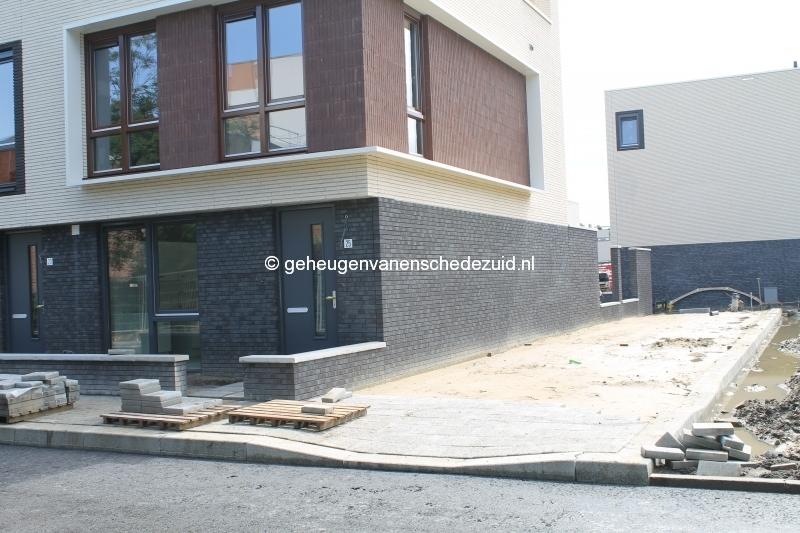 2014-05-14 Het nieuwe Bijvank Lindebrink Voetpad naast nr. 25.JPG
