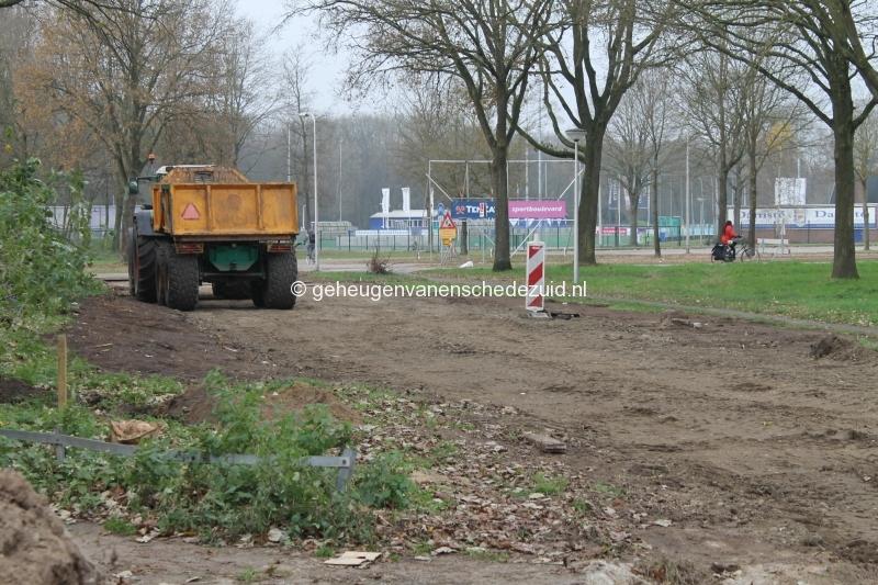 2014-12-02 Piksenbrink Aanleg weg achter flat voor sloper (2).JPG