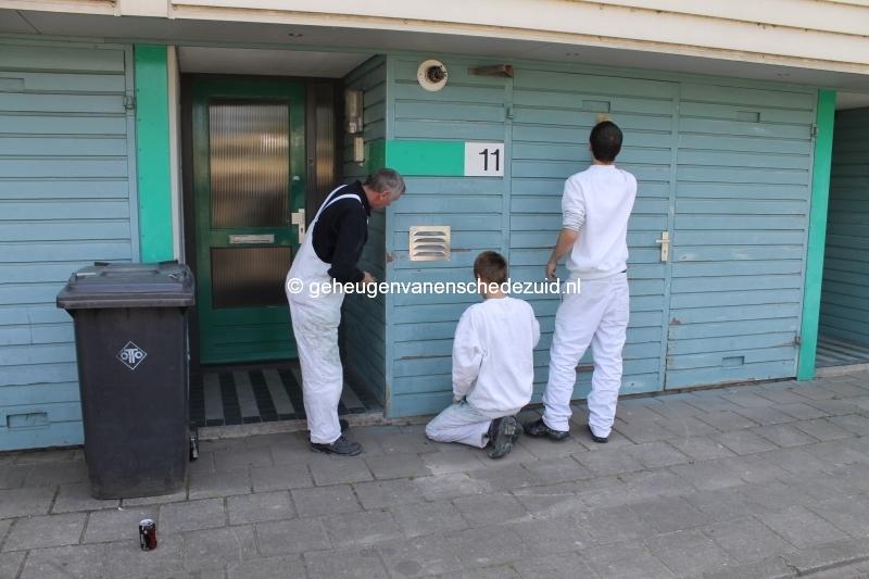 2013-06-11 Sibculobrink schilderen garagedeuren (2).JPG