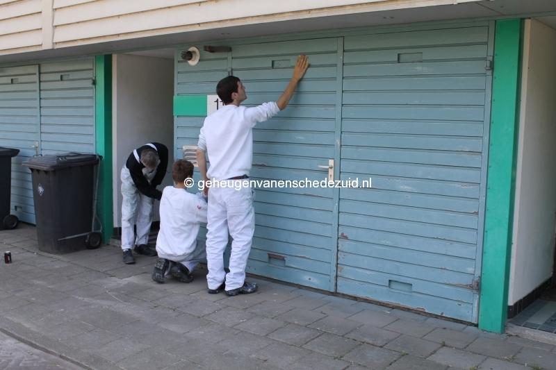 2013-06-11 Sibculobrink schilderen garagedeuren (7).JPG