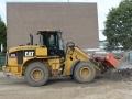 2013-09-04 Shovel haalt oude straatwerk eruit (4).JPG