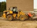 2013-09-04 Shovel haalt oude straatwerk eruit Bron F van Tellingen (6).JPG