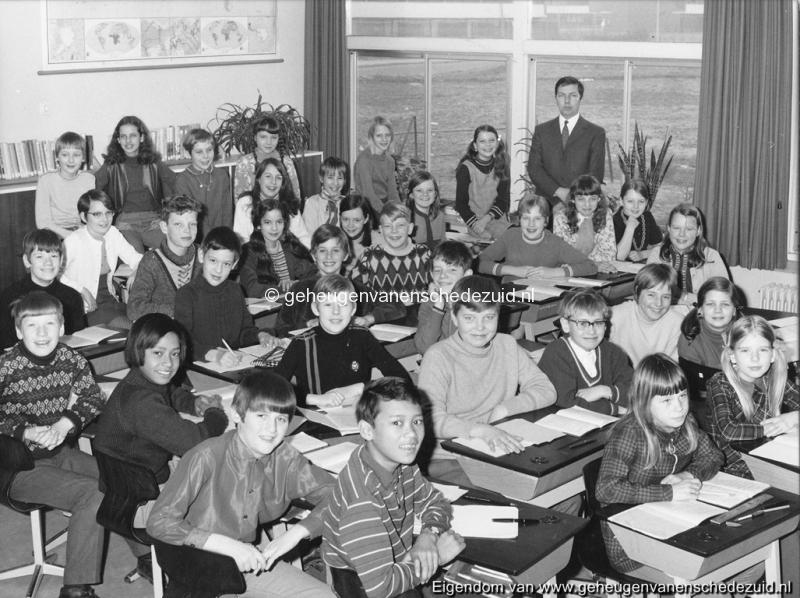 1968-1969 6e klas Het Bijvank toen nog van Randwijkschool bron F. Bartelink.jpg