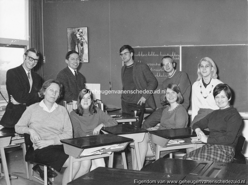 1968-1969 personeel Het Bijvank toen nog 2e openbare school Wesselerbrink (2) bron F. Bartelink.jpg