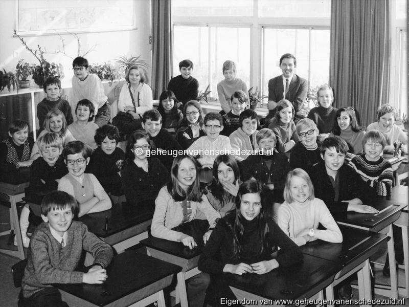 1970-1971 6e klas Het Bijvank toen nog van Randwijkschool bron F. Bartelink.jpg