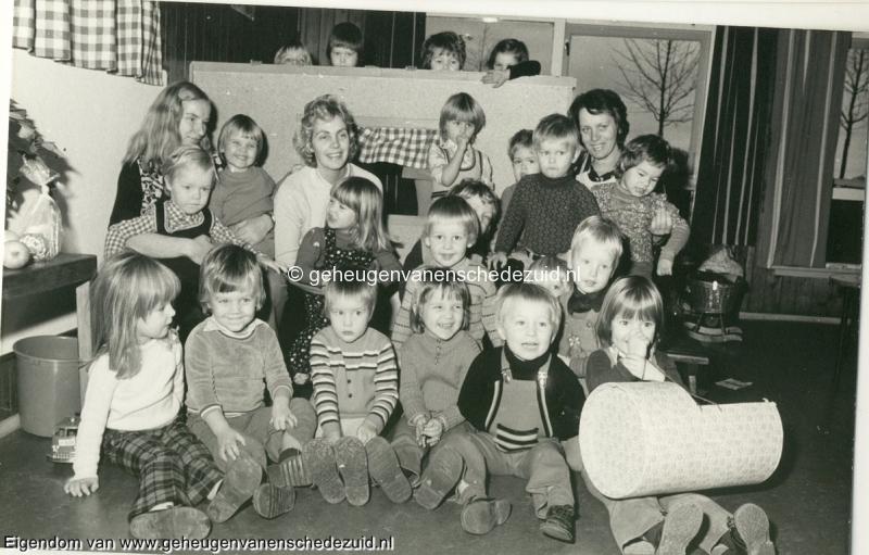 1974 November peuterspeelzaal Frederik Hendrikschool Hofteweg bron Hans Tietjens.jpg