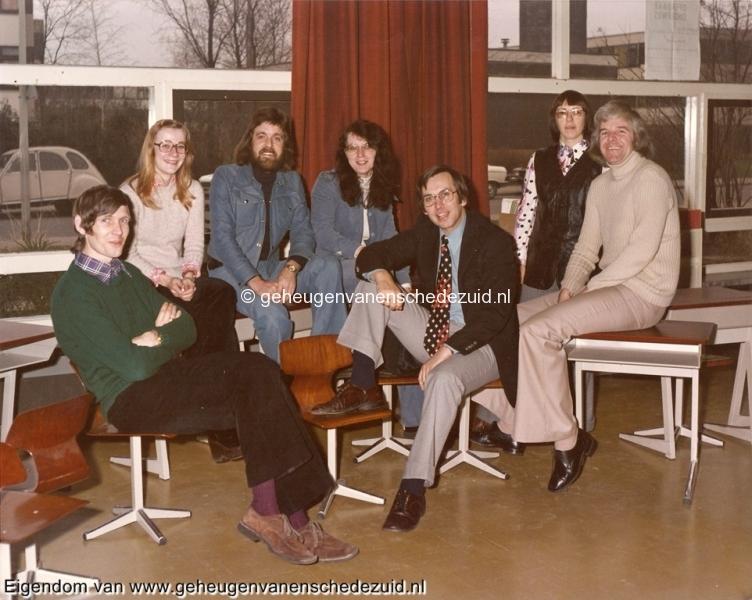 1975, OBS het Lang, van Gelderschool, lerarenteam 1975, bron Bob Heller.jpg