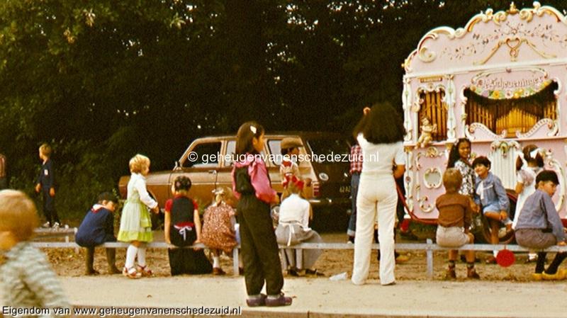 1977, schoolfeest Houtwal, bron Gerben de Jong (1).jpg