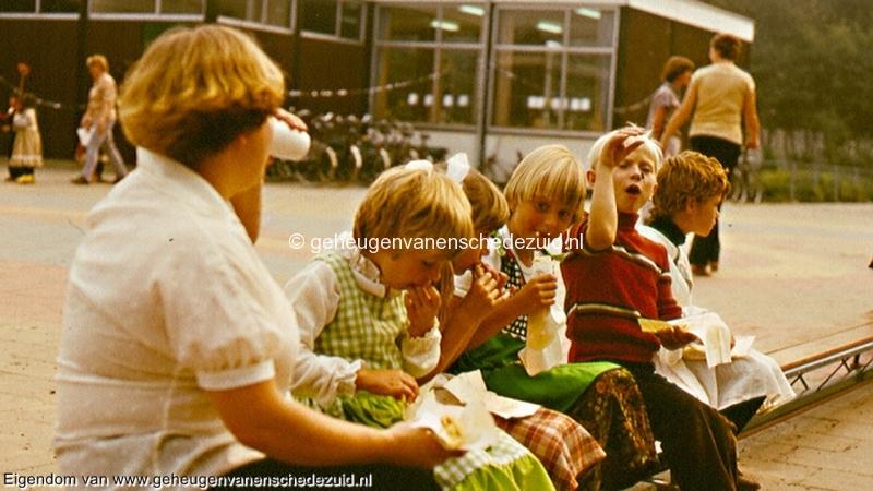 1977, schoolfeest Houtwal, bron Gerben de Jong (4).jpg