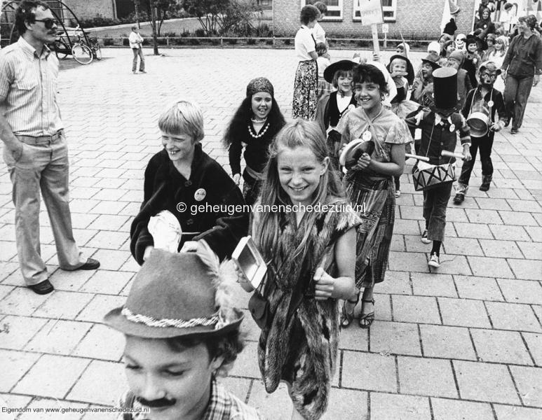 1978 10 jarig bestaan van randwijkschool bron Ineke Nijhoff (1).jpg