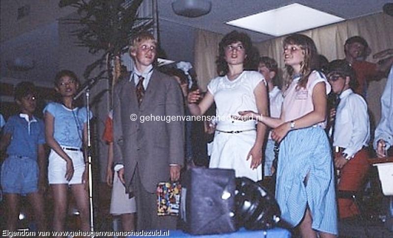 1984 v. Gelderschool, 21 Juni 1984 afscheidsfeest Alexander,Ayfer Koc bron Hans Tietjens.jpg