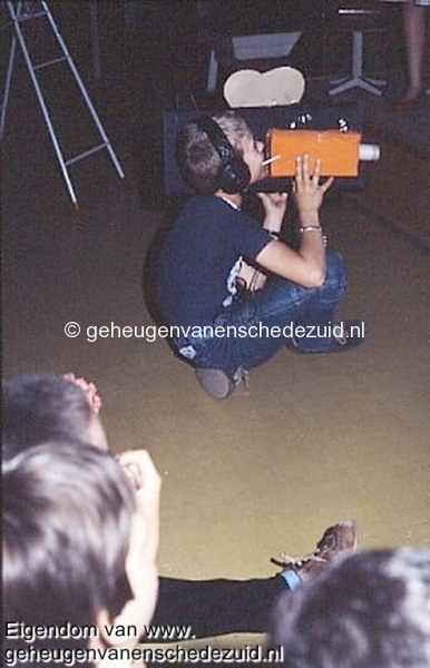 1984 v. Gelderschool, 21 Juni 1984 afscheidsfeest musical-Rodney Robaard als cameraman bron Hans Tietjens.jpg