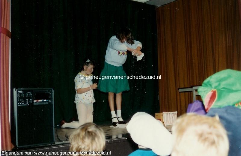 1988-1989, OBS het Bijvank, groep 8 afscheid, bron Wim Geverink (2).jpg