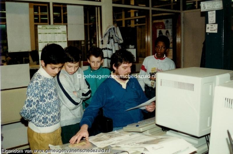 1988-1989, OBS het Bijvank, groep 8 bezoek aan TCTubantia, bron Wim Geverink (1).jpg