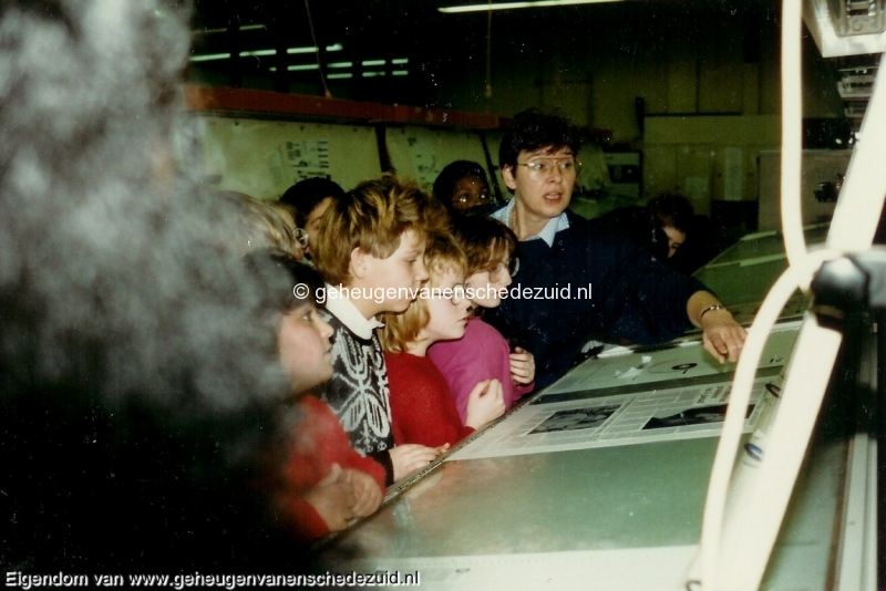 1988-1989, OBS het Bijvank, groep 8 bezoek aan TCTubantia, bron Wim Geverink (2).jpg