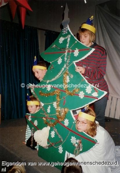1991-1992, OBS het Bijvank, Kerstuitvoering OBS het Bijvank Michel v Golberding, Karin de Jong, M. v Doeselaar en Dick Korte, 1991, bron Wim Geverink.jpg