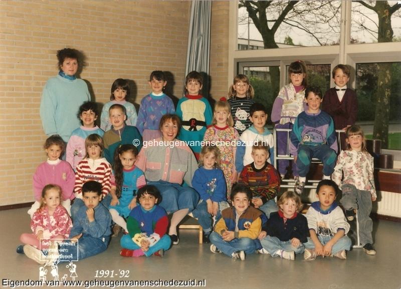 1991-1992, OBS het Bijvank, kleuterklas schooljaar 91-92, Juf Jeanette Haverman, Juf Herwine Wetzels bron Brigitte Westerhuis.jpg