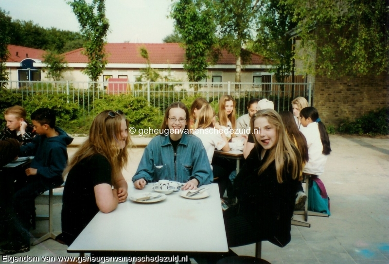 1996-1997, OBS het Bijvank, groep 8, bron Wim Geverink (7).jpg