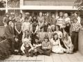 1974 Afscheid groep 8 van Randwijkschool links Leraar Dhr Bartelink, bron Joke Wichers.jpg