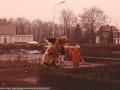 1977 Burg. M. van Veenlaan-Oma Tietjens en Dennis Tietjens, achtergrond Geessinkweg nu Hulststraat, cafe van Siep en Tonny Nijmeijer bron Hans Tietjens.jpg