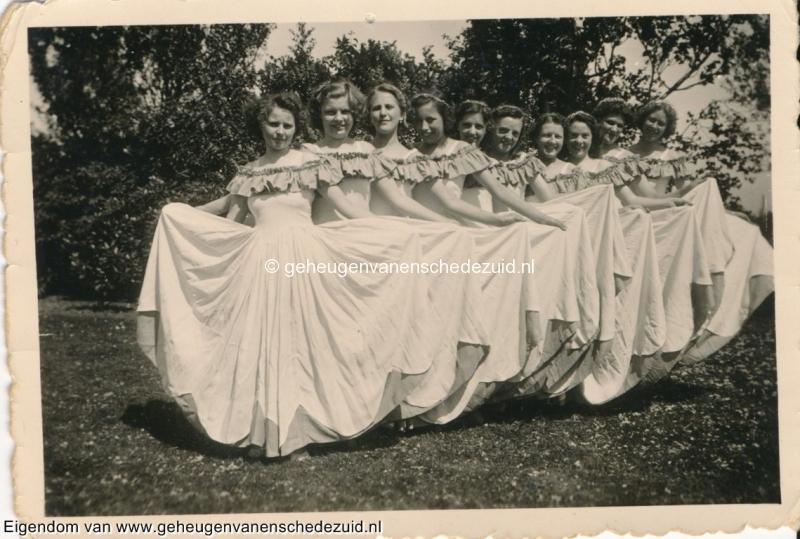 1950-Jasmijnplein-ballet-van-de-speeltuin-bron-mevr-Kolkman-2