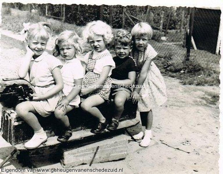 1957-1959, Speeltuin Tuindorp, bron Fam Kuik-Stevens (1).jpg