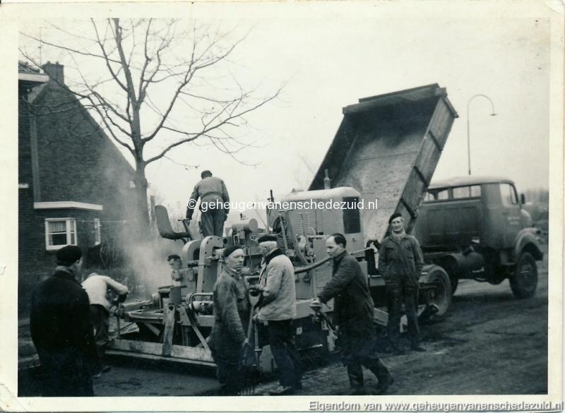 1960-1965 Asfaltteren vlierstraat taxisstraat bron A. Brouwer (1) (small).jpg