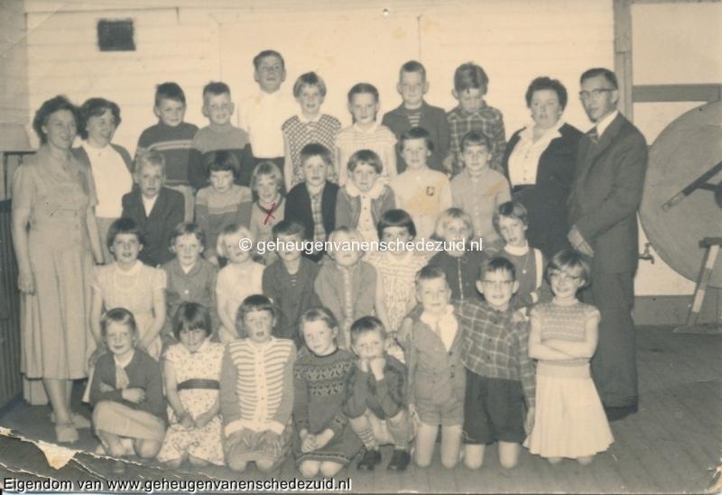 1960, mevr v.d Heuvel en Jane Westerbaan, bron mevr Kolkman.jpg