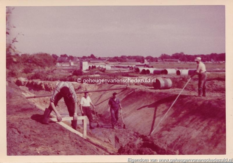1965 Aanleg riolering Het Lang richting vijver nabij autoweg bron K. Koster (14) (small).jpg
