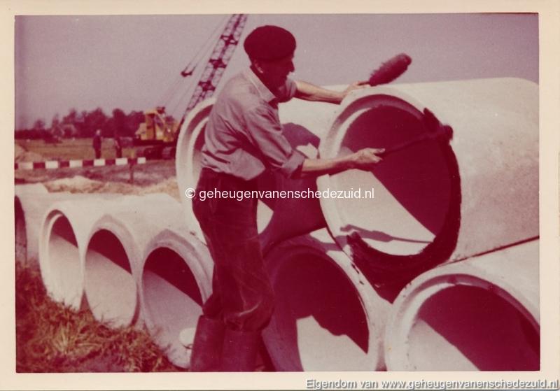 1965 Aanleg riolering Het Lang richting vijver nabij autoweg bron K. Koster (17) (small).jpg