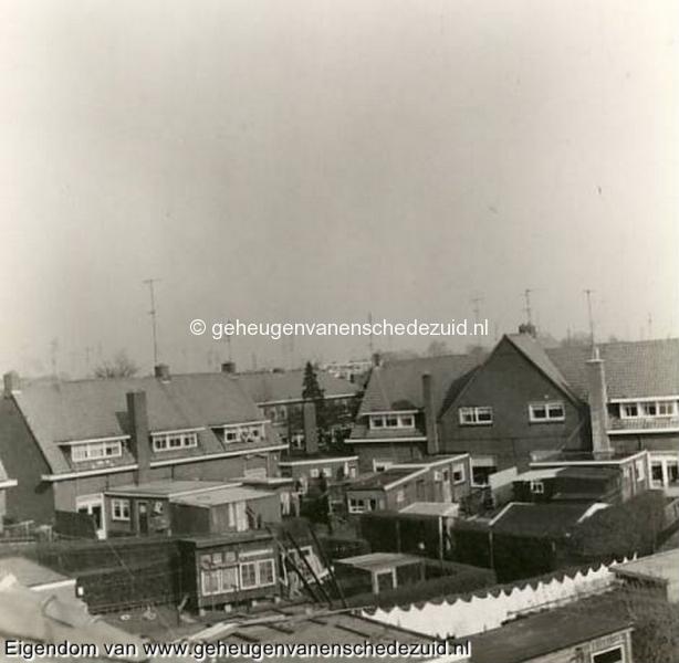 1968-Tuindorp-achterkant de Seringstraat-Doorkijkje naar Ribesstraat  bron Hans Tietjens.JPG