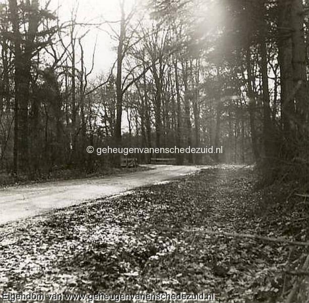 1968, Wesselerbrink, Bruggetje over Houwbeek in Wesselerweg-rechts is Oosterveldblokweg, bron Hans Tietjens.JPG